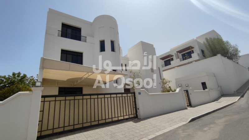 Luxury Villas In Qurum Are Available For Rent